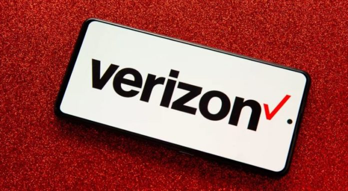 Verizon offers customers free Apple Arcade or Google Play Pass for up to one year